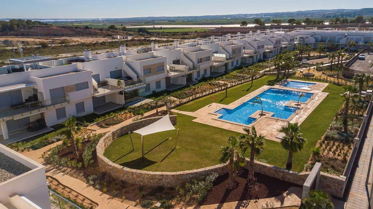 Spaanse binnenland aan de golfbaan appartementen