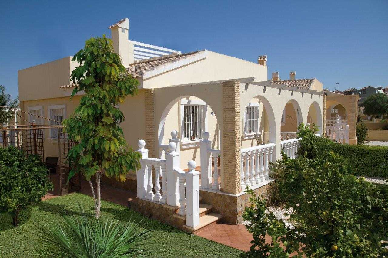 Vrijstaande nieuwbouw villa met dakterras vanaf € 110.000,- regio Murcia